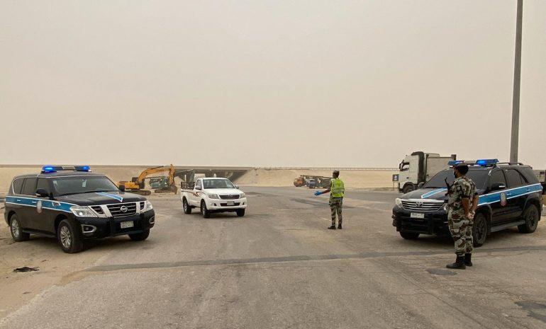 قوات الطوارئ الخاصة بالقطيف تشارك في تطبيق منع التجول